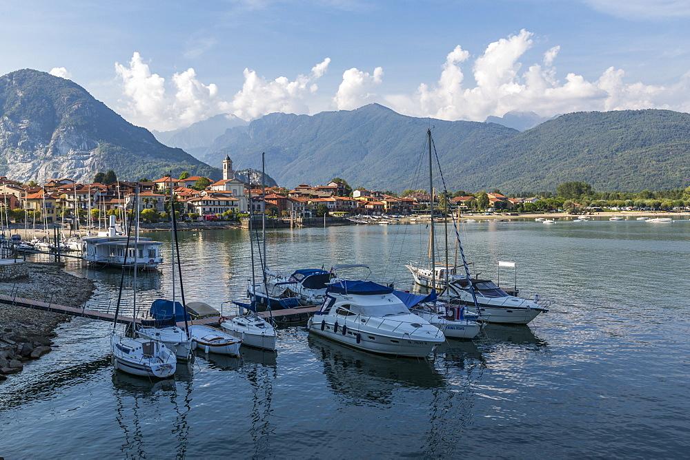 View of Feriolo and boats on Lake Maggiore, Lago Maggiore, Piedmont, Italy, Europe - 844-17871