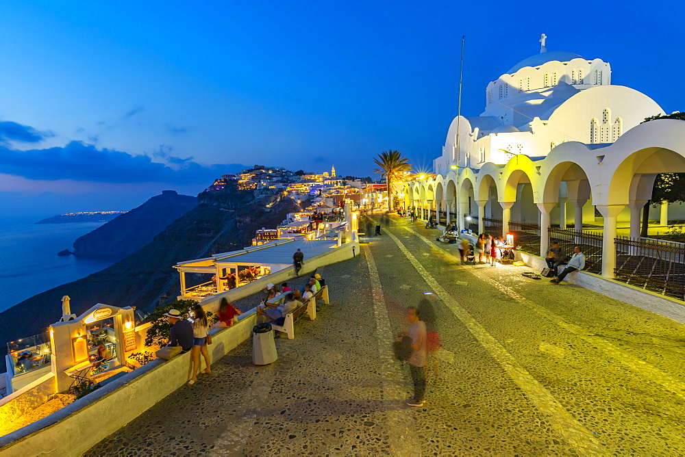 View of Orthodox Metropolitan Cathedral overlooking Fira at dusk, Fira, Firostefani, Santorini (Thira), Cyclades Islands, Greek Islands, Greece, Europe