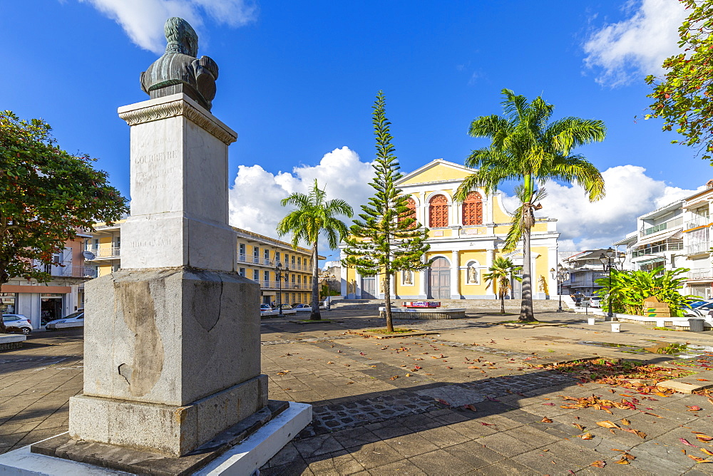 Statue and St. Peter and St. Paul Church, Pointe-a-Pitre, Guadeloupe, French Antilles, West Indies, Caribbean, Central America