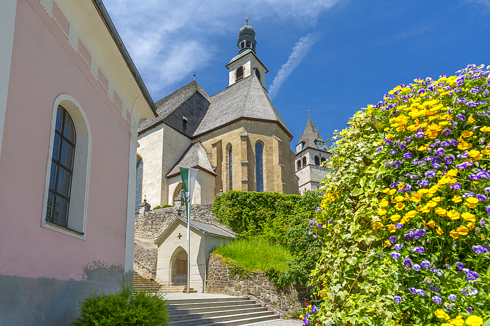 View of Liebfrauenkirche on summer's day, Kitzbuhel, Austrian Tyrol, Austria, Europe