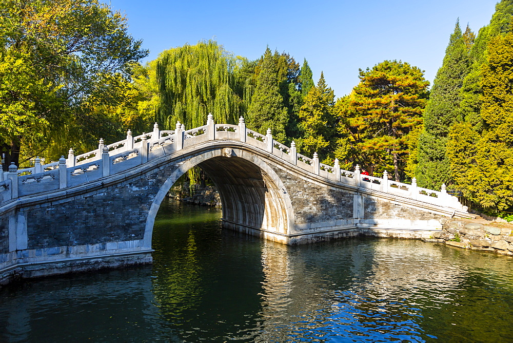 View of arched bridge on Kunming Lake at Yihe Yuan, The Summer Palace, Beijing, People's Republic of China, Asia - 844-21879