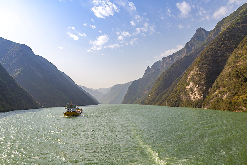 View of the Three Gorges on the Yangtze River from cruiseboat, People's Republic of China, Asia