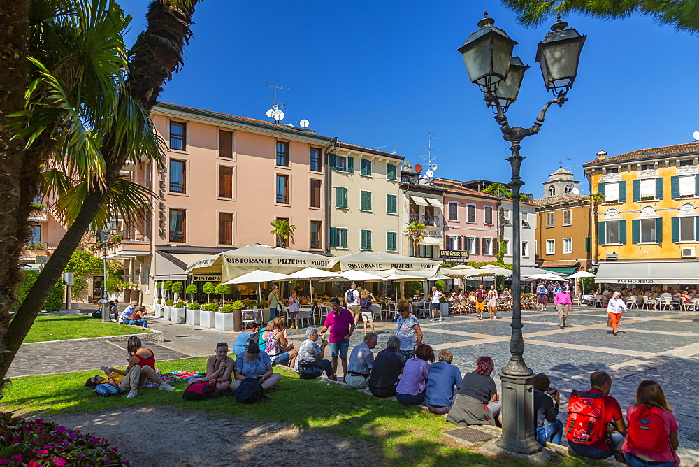 View of Piazza Giosue Carducci on a sunny day, Sirmione, Lake Garda, Brescia, Lombardy, Italian Lakes, Italy, Europe