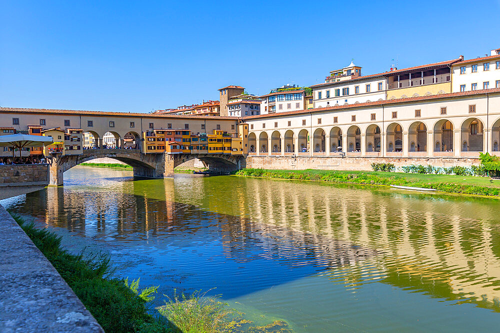 View of River Arno and Ponte Vecchio, Florence, UNESCO World Heritage Site, Tuscany, Italy, Europe