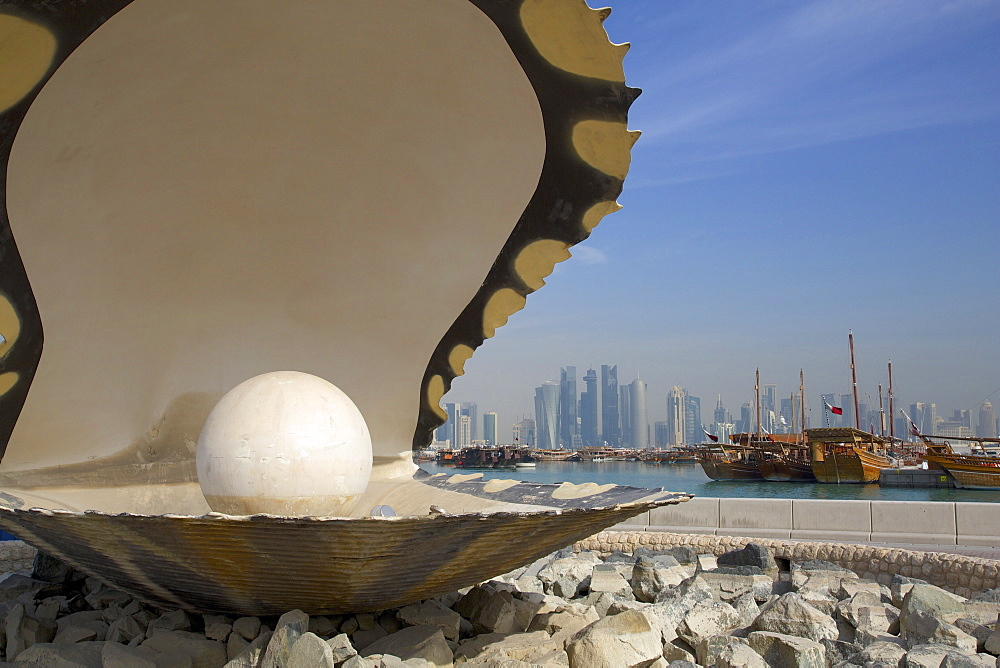 The Pearl Monument, The Corniche, Doha, Qatar, Middle East