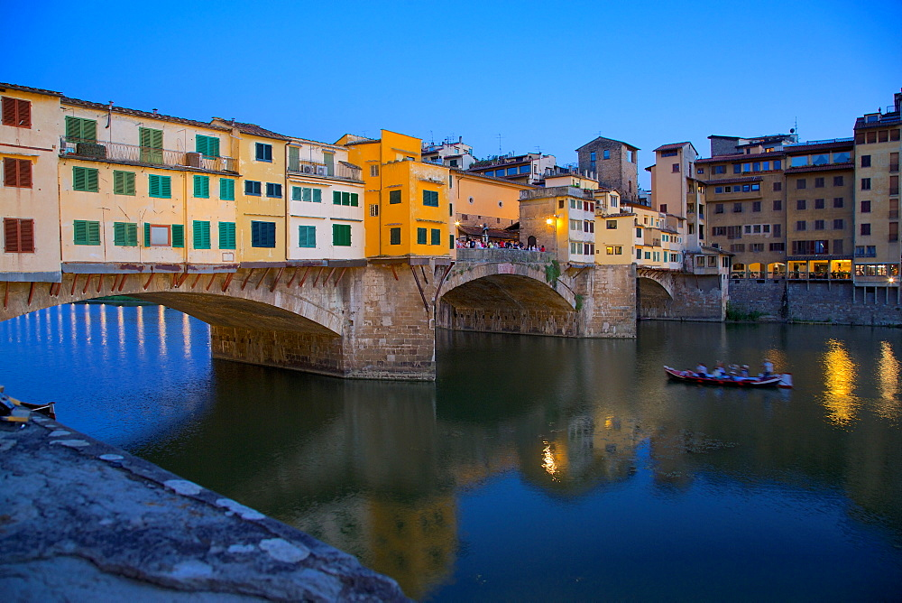 Ponte Vecchio over River Arno at dusk, Florence, UNESCO World Heritage Site, Tuscany, Italy, Europe