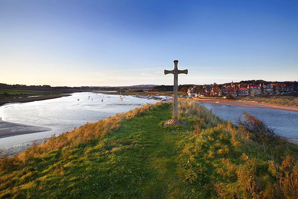 St. Cuthbert's Cross on Church Hill and Alnmouth at sunset, Northumberland, England, United Kingdom, Europe - 845-1021