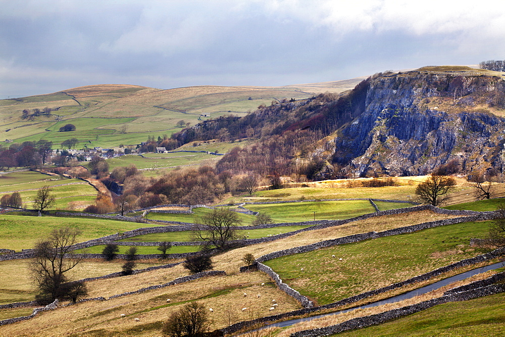 Stainforth Scar from Langcliffe near Settle, Yorkshire Dales, Yorkshire, England, United Kingdom, Europe - 845-945