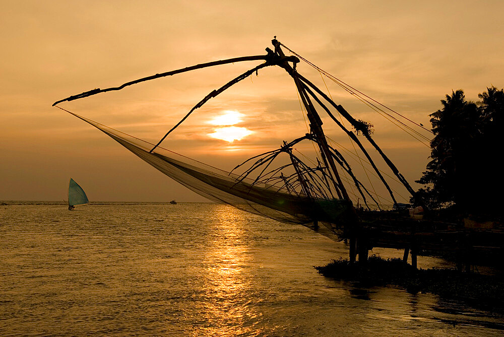 Chinese fishing nets at sunset, Kochi (Cochin), Kerala, India, Asia - 846-1163