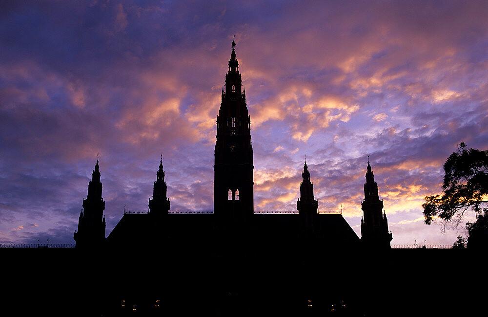 Rathaus (Town Hall) at sunset, UNESCO World Heritage Site, Vienna, Austria, Europe - 846-269