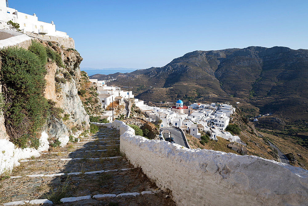 Stone steps and whitewashed houses of mountaintop town of Pano Chora, Serifos, Cyclades, Aegean Sea, Greek Islands, Greece