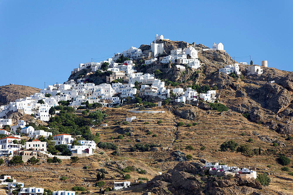 View of mountaintop town of Pano Chora, Serifos, Cyclades, Aegean Sea, Greek Islands, Greece, Europe