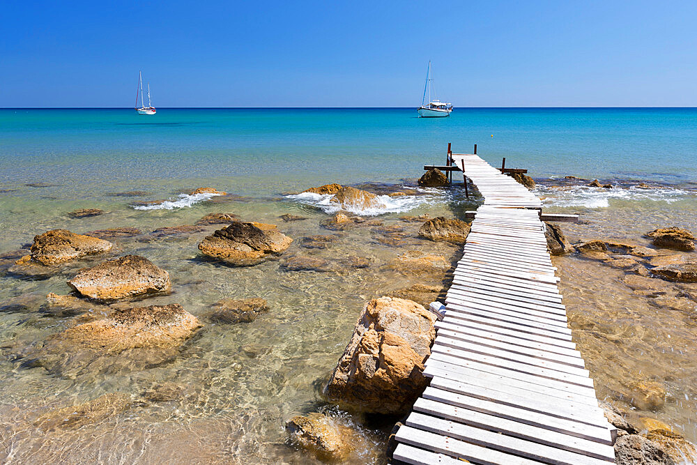 Wooden pier and clear turquoise sea with yachts at Provatas beach, Milos, Cyclades, Aegean Sea, Greek Islands, Greece, Europe - 846-2889