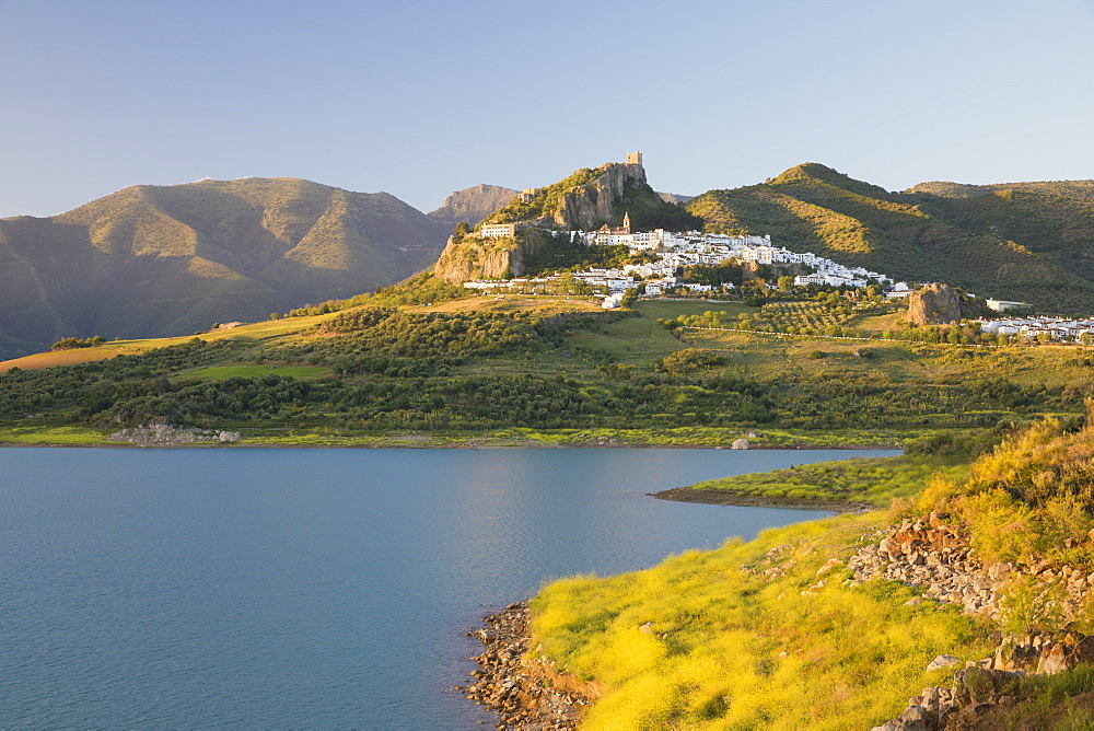 Moorish castle above white village and reservoir, Zahara de la Sierra, Sierra de Grazalema Natural Park, Andalucia, Spain, Europe - 846-2943