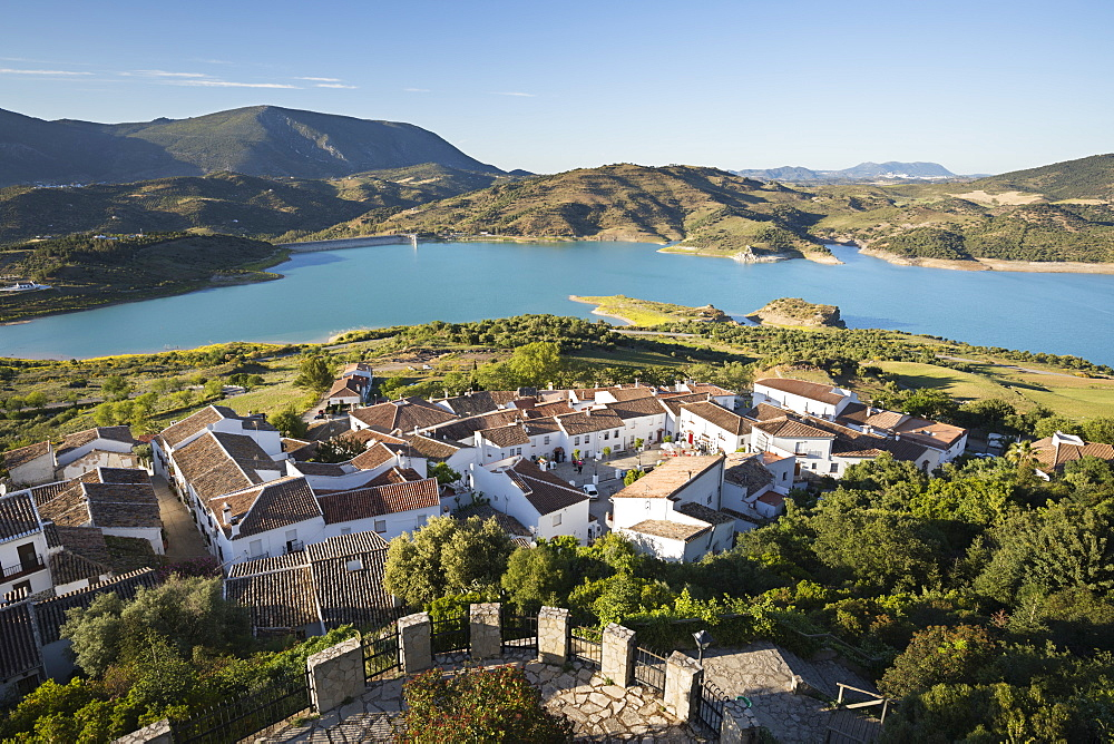 View of white village and turquoise coloured reservoir, Zahara de la Sierra, Sierra de Grazalema Natural Park, Andalucia, Spain, Europe - 846-2949