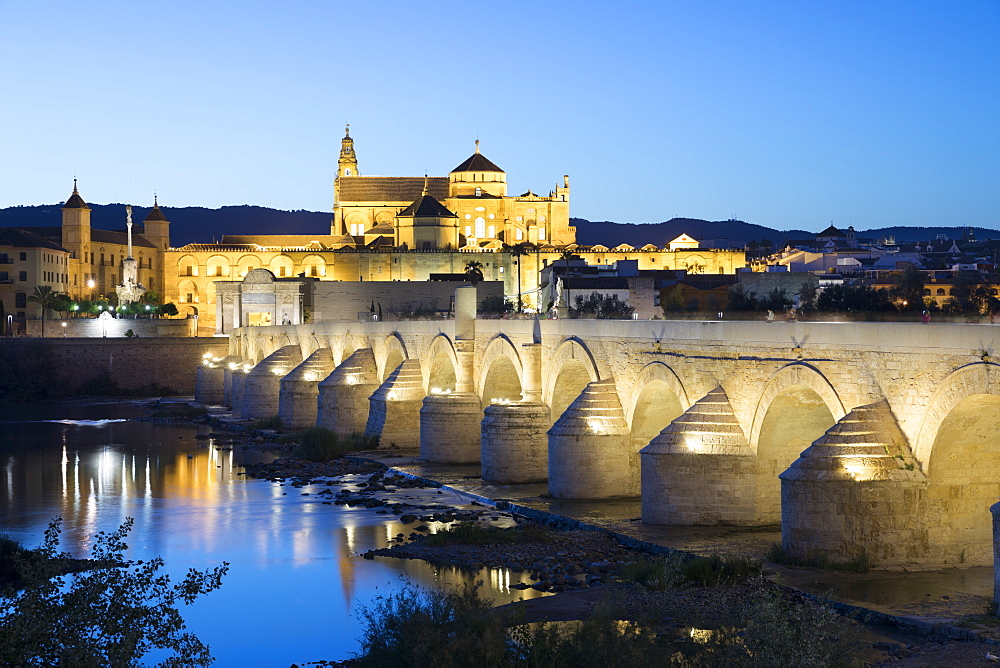 The Mezquita and Roman Bridge over the river Guadalquivir floodlit at night, Cordoba, Andalucia, Spain, Europe - 846-2951