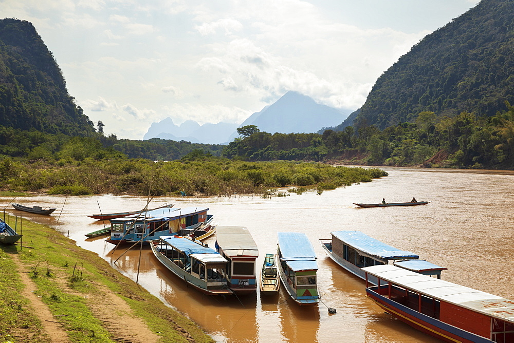 Boats on the Nam Ou River at Muang Ngoi Neua, Muang Ngoi District, Luang Prabang Province, Northern Laos, Laos, Indochina, Southeast Asia, Asia - 846-2981