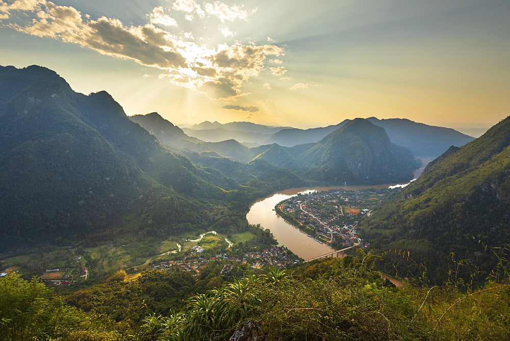 Sunset over Nam Ou River from Pha Daeng Peak Viewpoint, Nong Khiaw, Luang Prabang Province, Northern Laos, Laos, Indochina, Southeast Asia, Asia