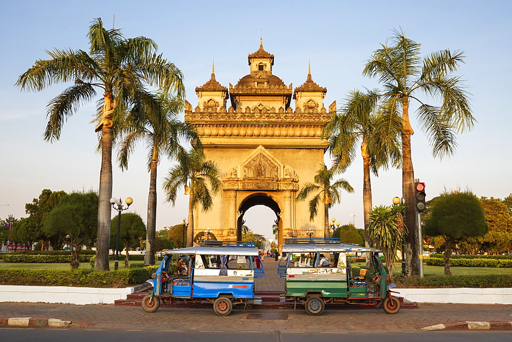 Tuk-tuks parked in front of the Patuxai Victory Monument (Vientiane Arc de Triomphe), Vientiane, Laos, Indochina, Southeast Asia, Asia
