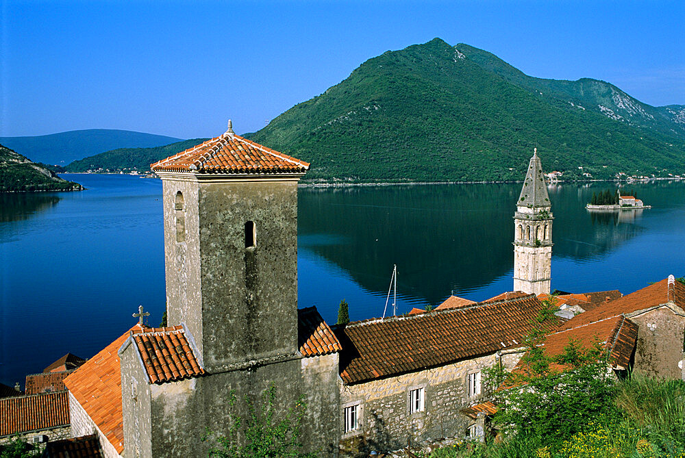 View over village and bay with island of St. George, Perast, The Boka Kotorska (Bay of Kotor), UNESCO World Heritage Site, Montenegro, Europe - 846-357