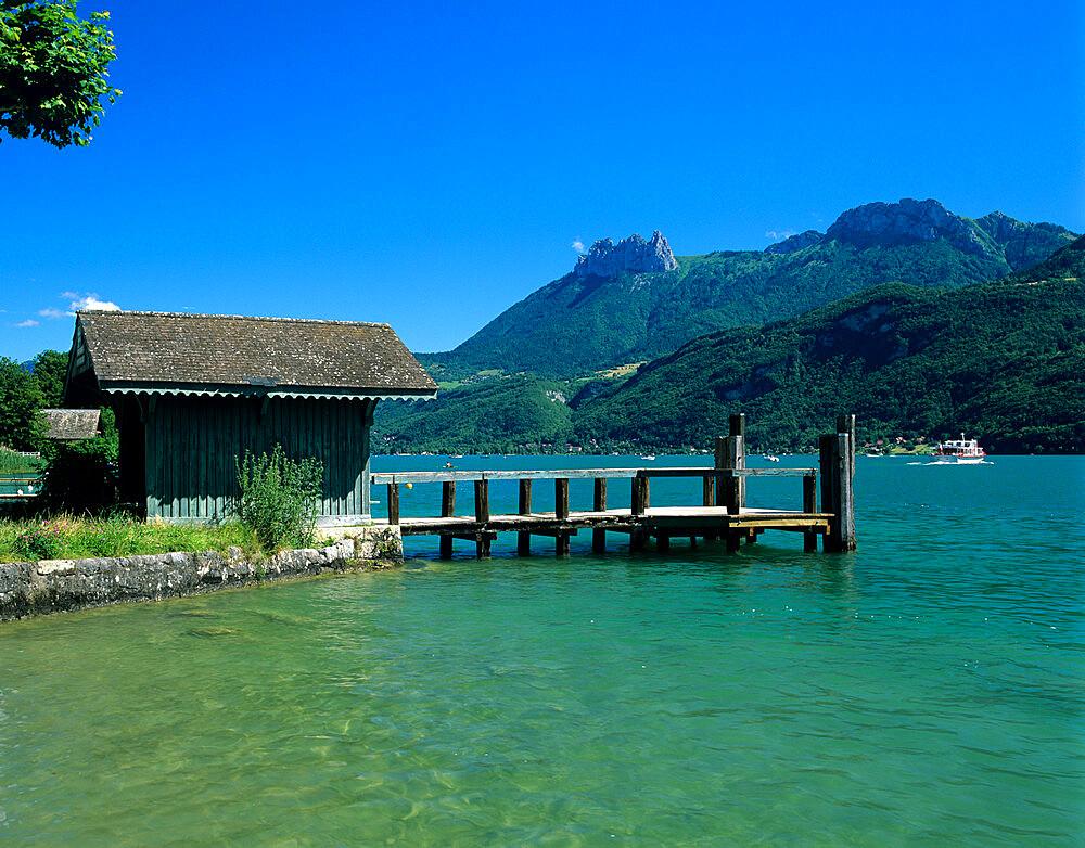 Pier on lake, Duingt, Lake Annecy, Rhone Alpes, France, Europe - 846-522