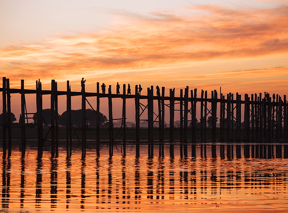 View of U-Bein Bridge at sunset, Amarapura, Mandalay, Mandalay Region, Myanmar (Burma), Asia
