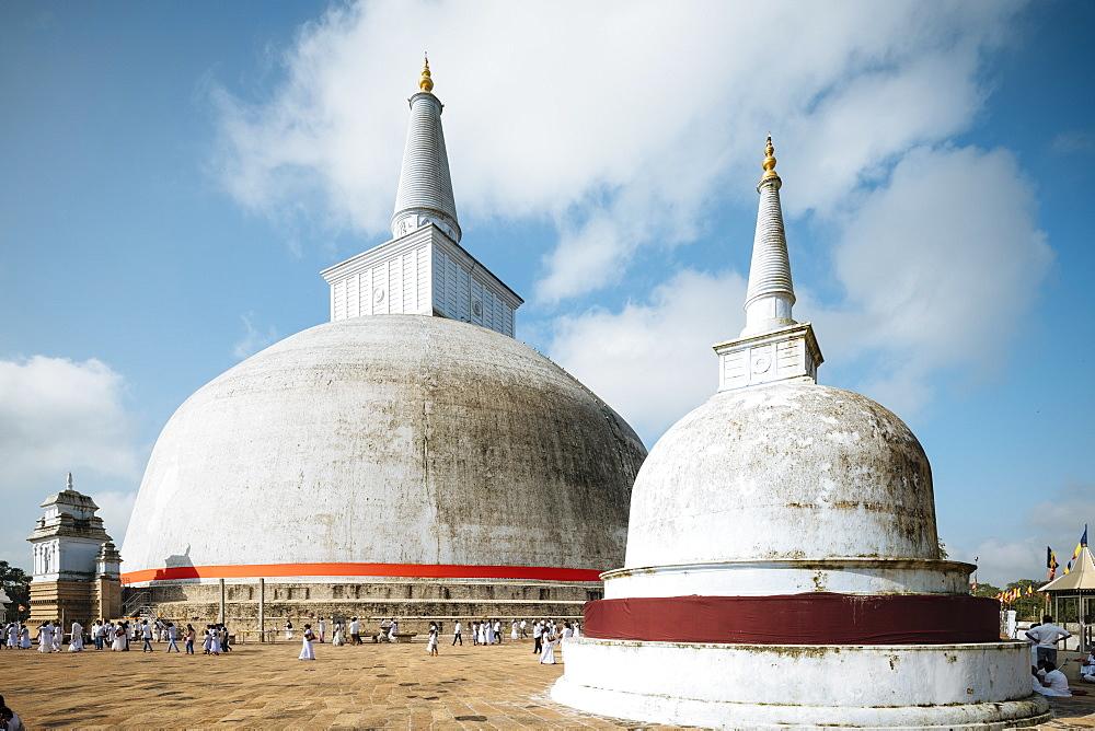 Ruwanweli Saya Dagoba (Golden Sand Stupa), Anuradhapura, North Central Province, Sri Lanka, Asia - 848-1744
