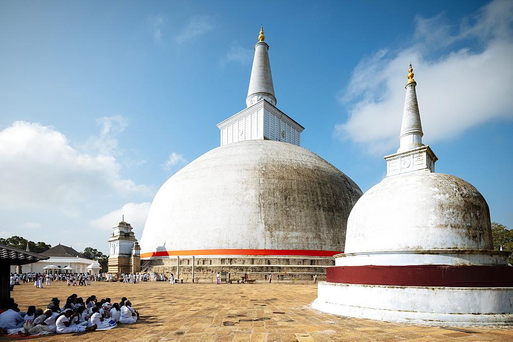 Ruwanweli Saya Dagoba (Golden Sand Stupa), Anuradhapura, North Central Province, Sri Lanka, Asia - 848-1749
