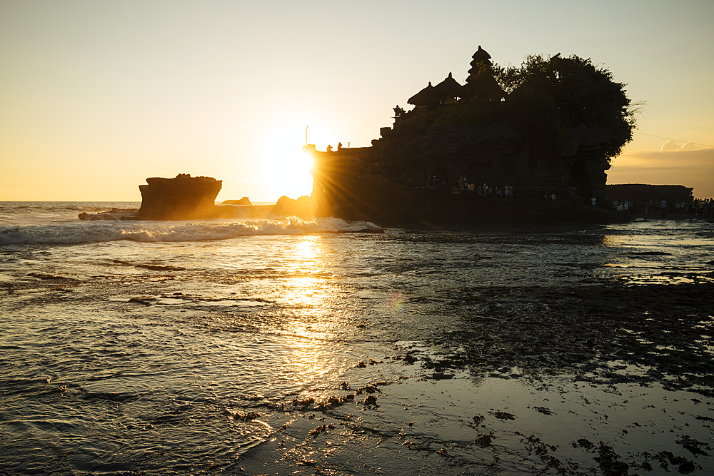 Sunset at Tanah Lot Temple, Bali, Indonesia, Southeast Asia, Asia