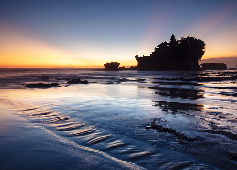 Twilight at Tanah Lot Temple, Bali, Indonesia, Southeast Asia, Asia