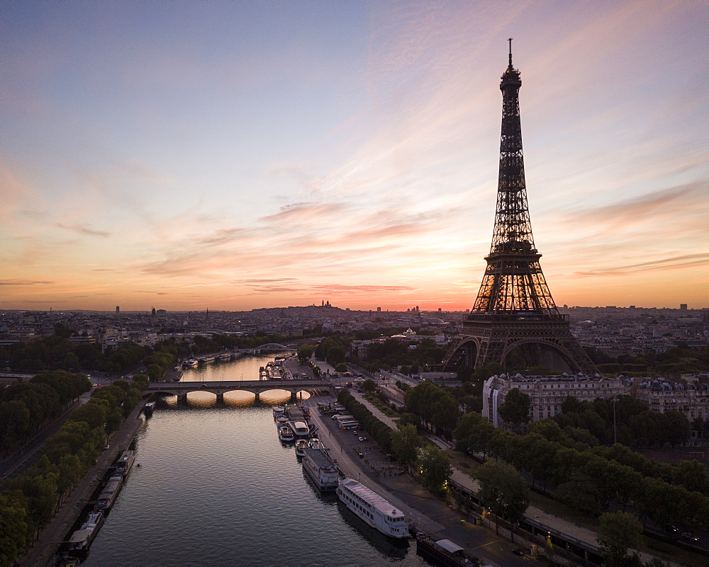 Eiffel Tower and River Seine at dawn, Paris, v?le-de-France, France, Europe - 848-2195