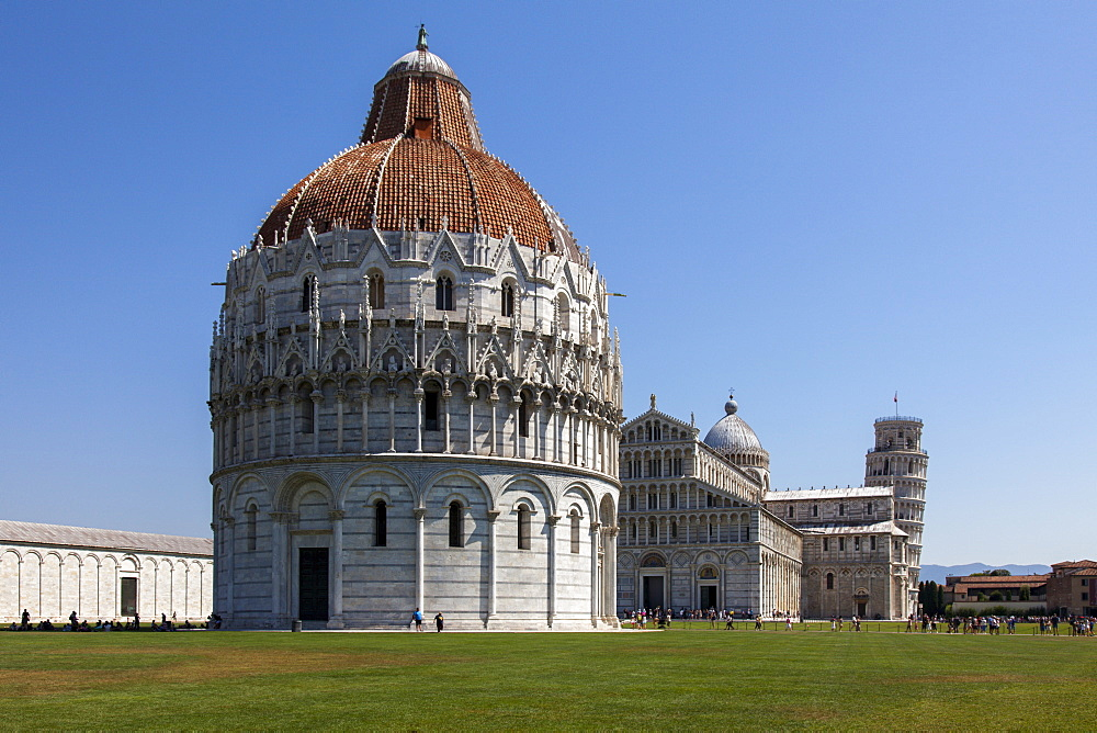 The Baptistery, Duomo and Leaning Tower, Piazza dei Miracoli, UNESCO World Heritage Site, Pisa, Tuscany, Italy, Europe