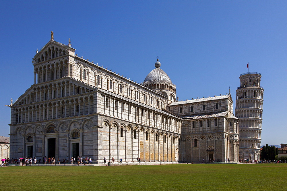 Duomo (Cathedral) with Leaning Tower behind, UNESCO World Heritage Site, Pisa, Tuscany, Italy, Europe