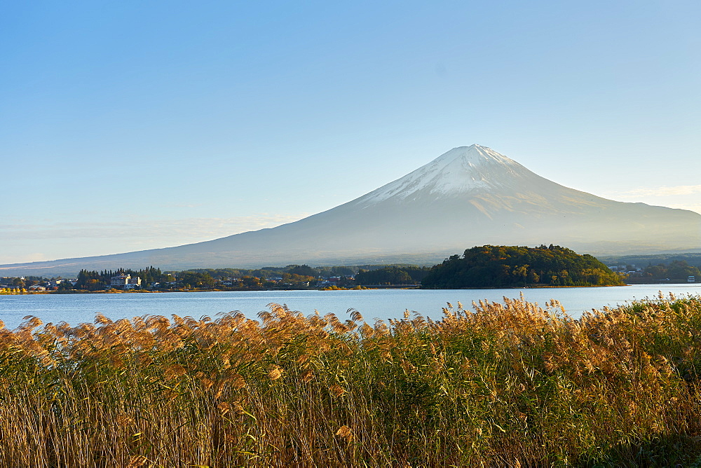 Mount Fuji, UNESCO World Heritage Site, and Lake Kawaguchiko with clear blue skies, Yamanashi Prefecture, Honshu, Japan, Asia