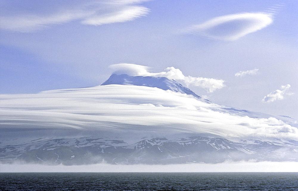 Mt Beerenberg, 2277m. Jan Mayen, North Atlantic Island - 909-106