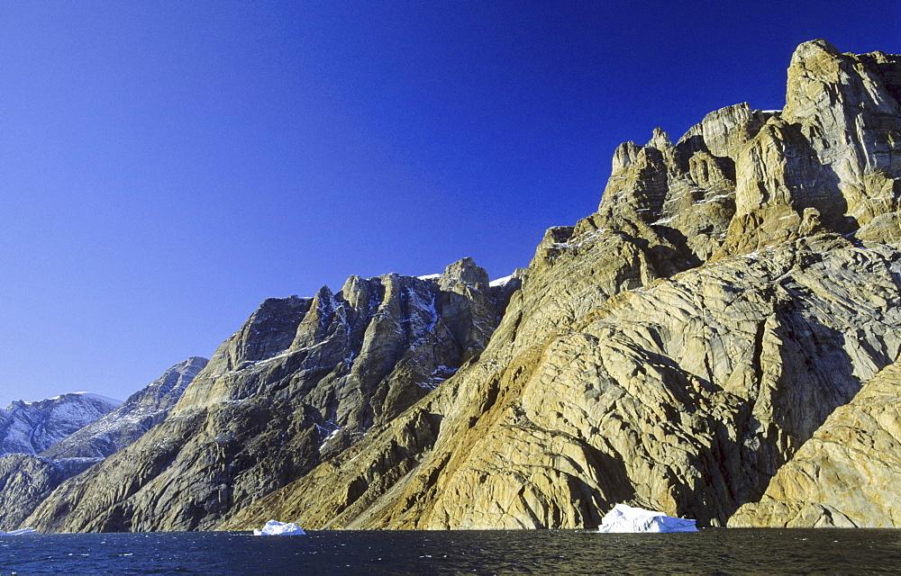 Rockwalls in ?-Fjord. Scoresbysund, East Greenland - 909-129