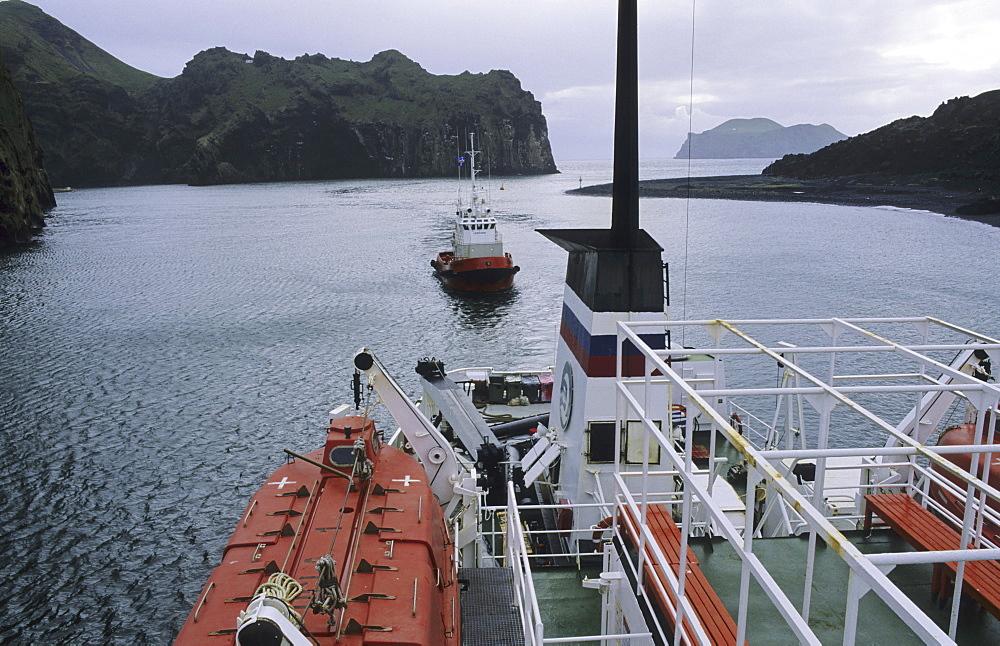 Entrance to the harbour of Heimaey. Vestmannaeyjar Islands, Southern Iceland - 909-151