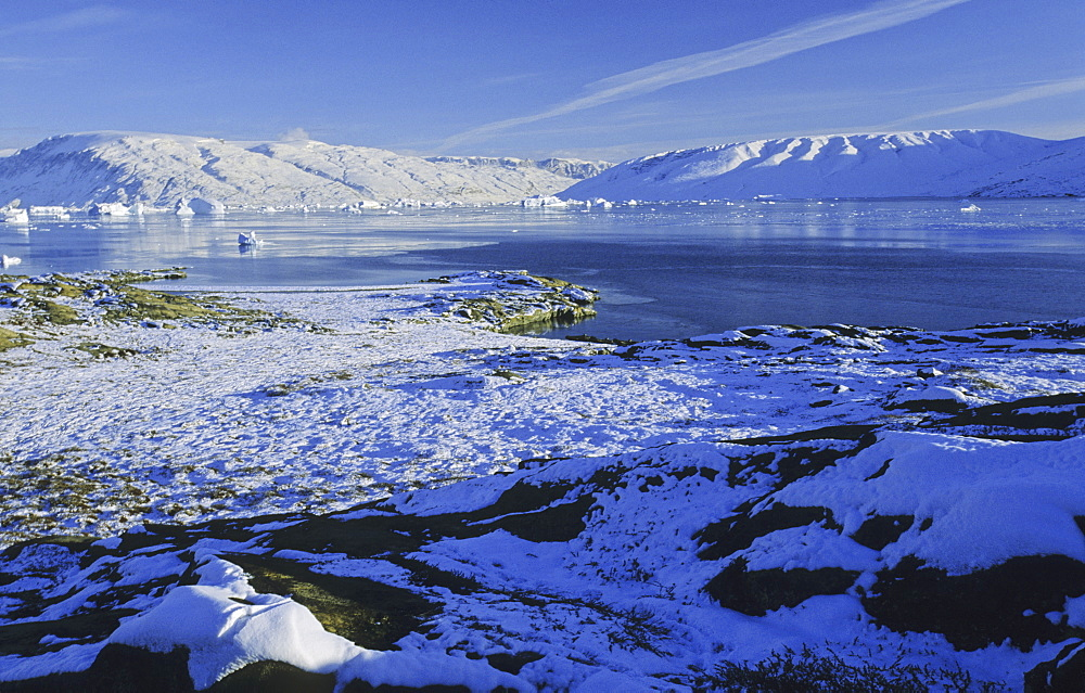 Early winter impressions in Harefjord. Scoresbysund, East Greenland - 909-85