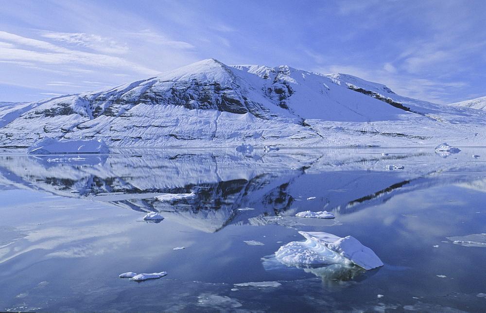 Early winter impressions in RØdefjord . Scoresbysund, East Greenland - 909-89