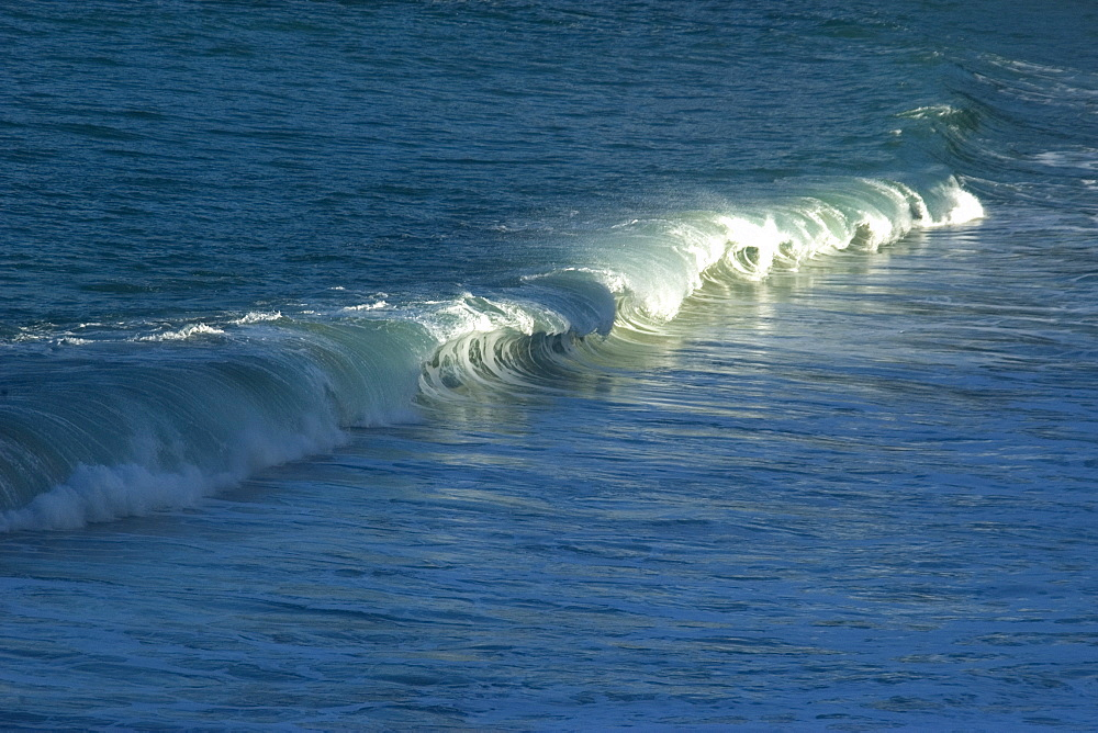 Wave breaking in Waimea Bay Beach Park, North shore, Oahu, Hawaii, United States of America, Pacific