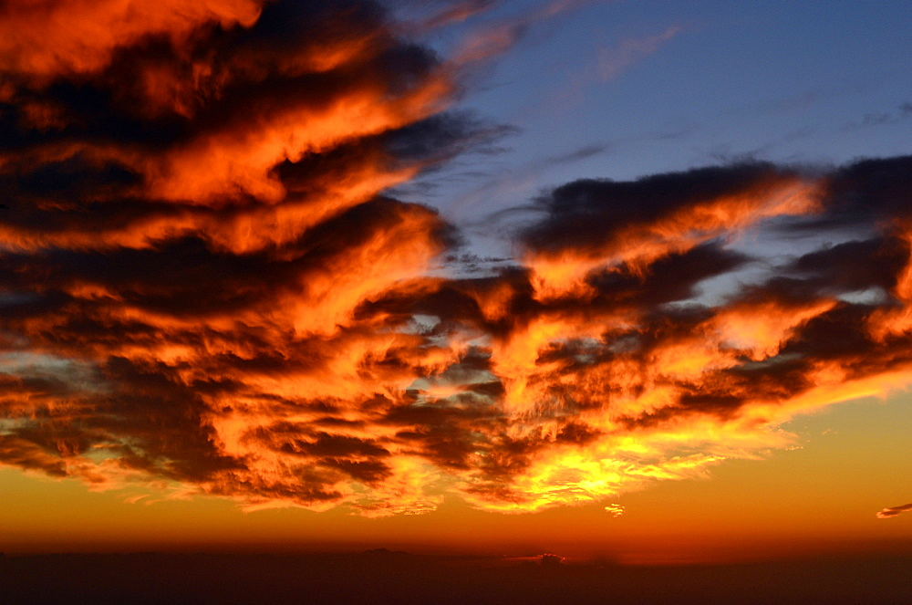 Spectacular sunset over the Pacific Ocean, West of the Hawaiian Islands, Pacific - 920-288