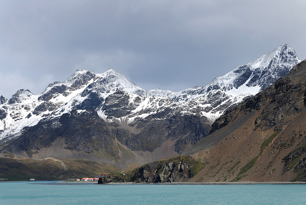 King Edward Point research station at the foot of the snow covered Allardyce Range, South Georgia, Polar Regions
