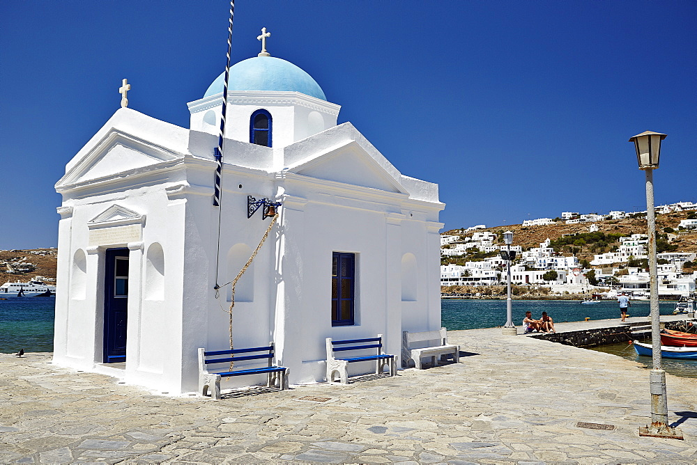 Small chappel on the sea front of Mykonos Town (Chora), Mykonos, Cyclades, Greek Islands, Greece, Europe - 975-273