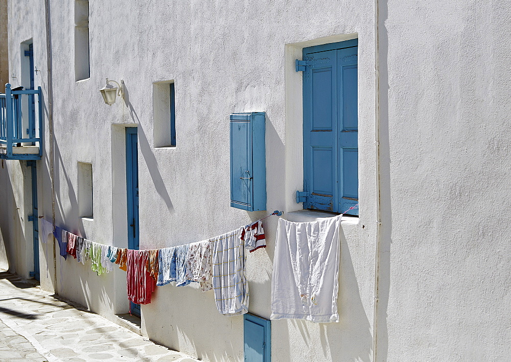 Hanging out the washing in Mykonos Town (Chora), Mykonos, Cyclades, Greek Islands, Greece, Europe - 975-278