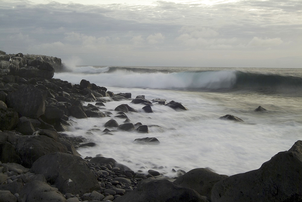 Wave movement - espanola. Galapagos. - 978-252
