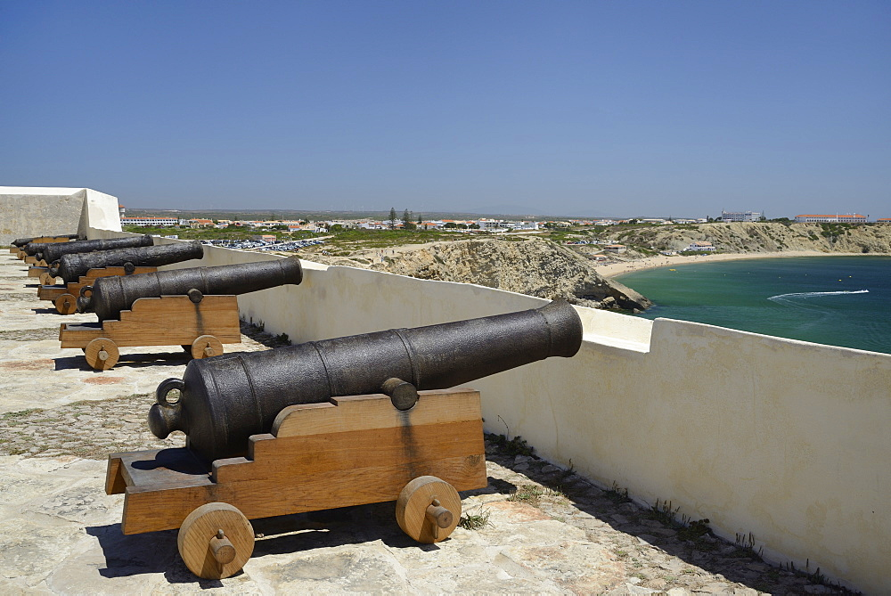 Row of cannons at Sagres fort (Fortaleza de Sagres), Ponta de Sagres, Algarve, Portugal, Europe - 989-408