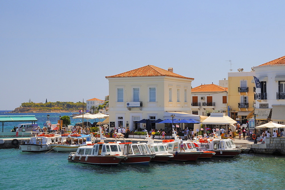 Spetses (Spetse) town harbour, Spetses, Saronic Islands, Attica, Peloponnese, Greece, Europe - 989-412