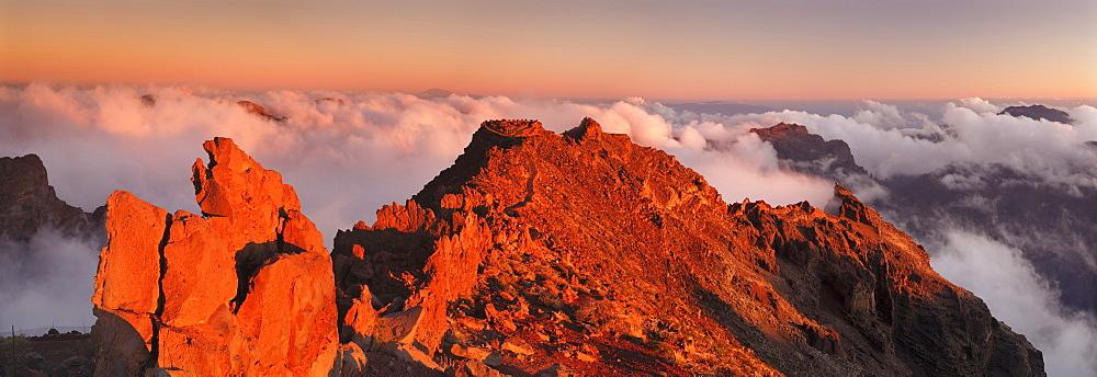 View from Roque de los Muchachos into Caldera de Taburiente at sunset, Parque Nacional de la Caldera de Taburiente, UNESCO Biosphere Reserve, La Palma, Canary Islands, Spain, Europe