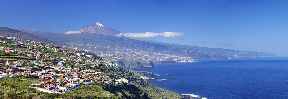 View over Orotava Valley to the north coast and Puerto de la Cruz and Pico del Teide, Tenerife, Canary Islands, Spain, Europe