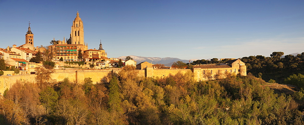 Old town, town wall and Cathedral at sunset, UNESCO World Heritage Site, Segovia, Castillia y Leon, Spain